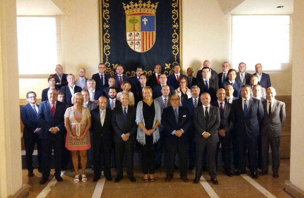 Foto de familia tras la constitución del Clúster de la Energía de Aragón.