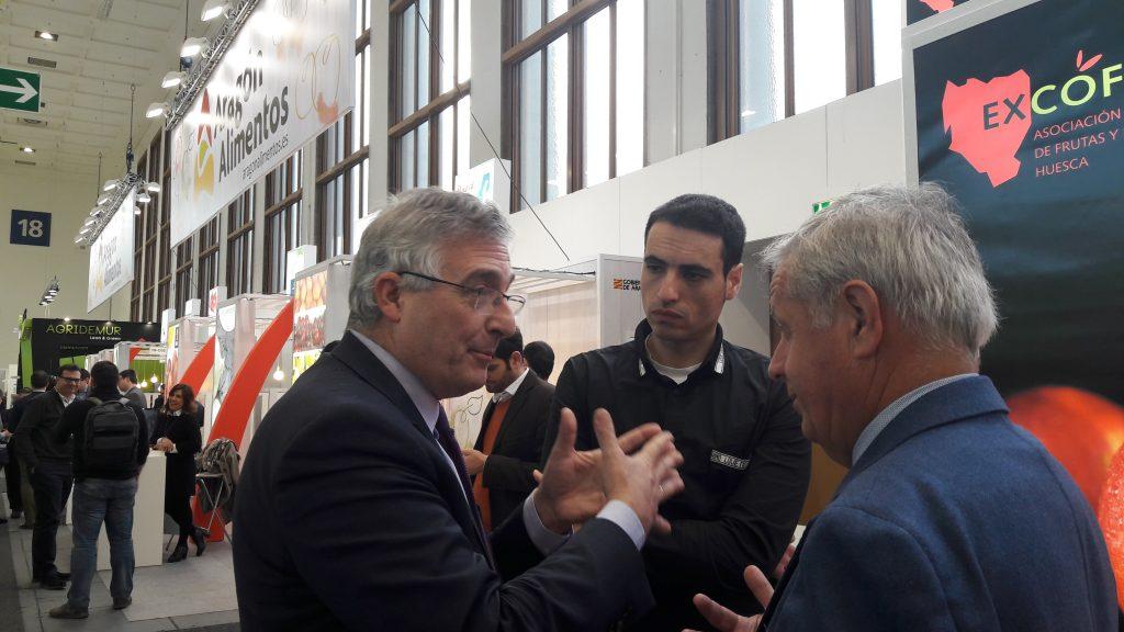 Joaquín Olona acompaña a la empresas agroalimentarias aragonesas en la feria Fruit Logística que se celebra en Berlín.