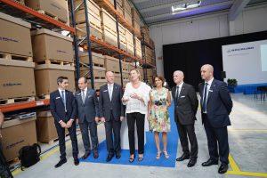 La consejera de Economía, Marta Gastón, con la alcaldesa de Teruel, Emma Buj, y la cúpula directiva de la multinacional Röchling en la inauguración de la planta de Platea.