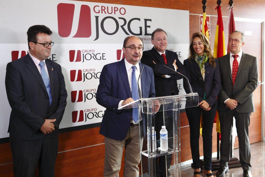 El presidente del Gobierno de Aragón, Javier Lambán, visita las instalaciones del complejo cárnico del Grupo Jorge en Zuera.