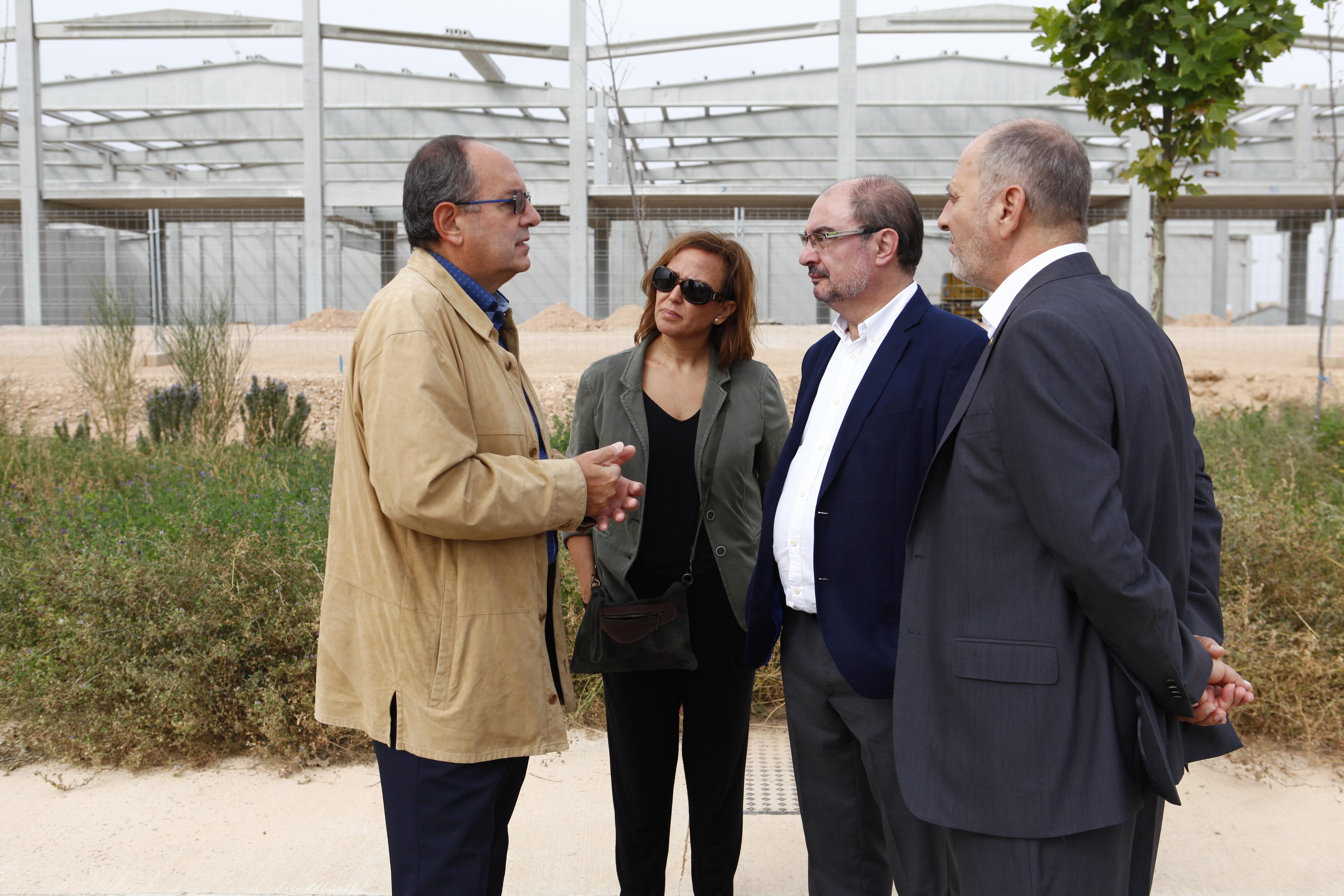 El presidente del Gobierno de Aragón, Javier Lambán, visita distintas infraestructuras de la localidad de Calanda.