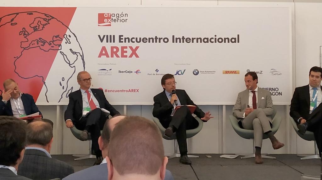 Enrique Centeno (Toyota), Juan Luis Plá (Nissan Motor Ibérica), David Romeral (CAAR), Ramón Calderón (SEAT) y Fernando Palacín (Fundación para el Desarrollo de las Nuevas Tecnologías del Hidrógeno en Aragón).