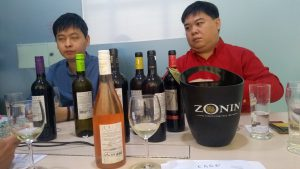 Importadores malasios catando vinos aragoneses.
