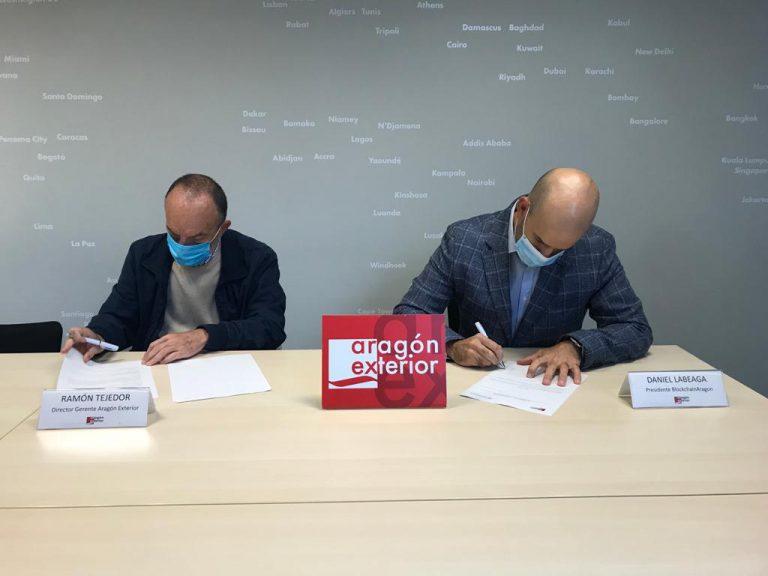Ramón Tejedor (Arex) y Daniel Labeaga (BlockchainAragón), durante la firma del acuerdo de colaboración