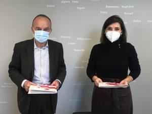 Ramón Tejedor (Arex) y Celia García (CEEIARAGÓN), durante la firma del protocolo de colaboración.